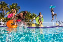 Top 4 Tips to Organize a Pool Party